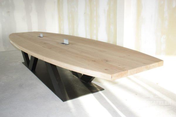 Massief eiken vergadertafel van 5 meter met stalen onderstel