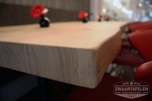 Boomstam restaurant tafels