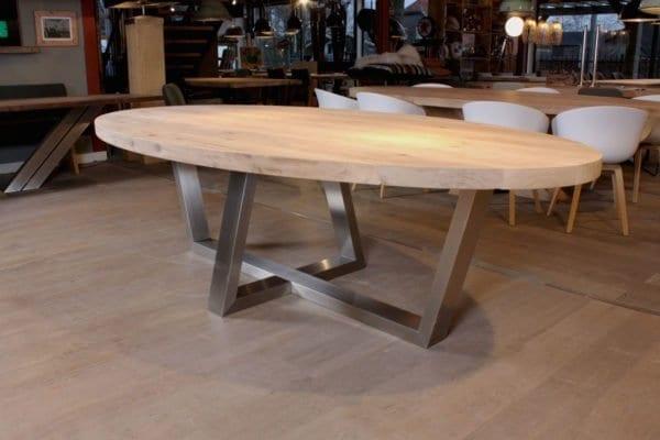 RVS PIM, massief eiken ovale tafel met RVS onderstel