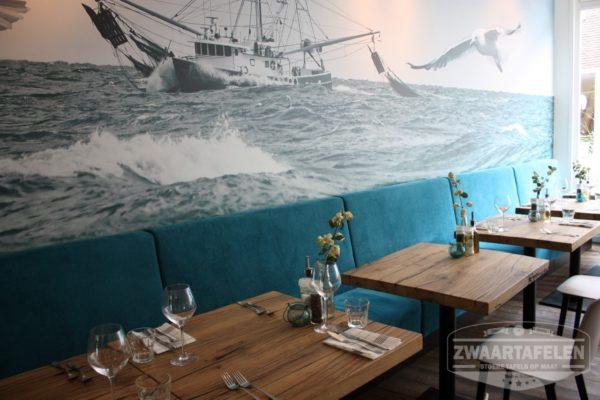 Oud eiken restaurant tafel