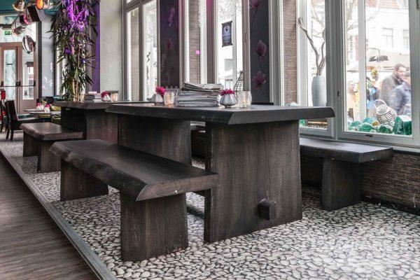Massief eiken Boomstamtafel met houten onderstel