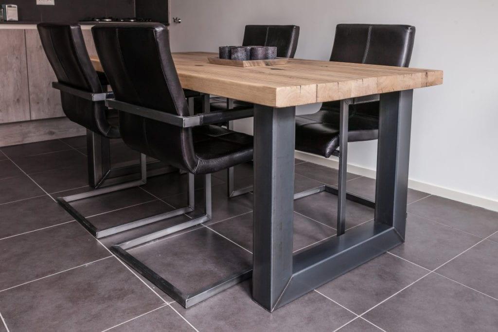 Tafels met stalen onderstel zwaartafelen made in holland - Glazen tafel gesmeed ijzer en stoelen ...
