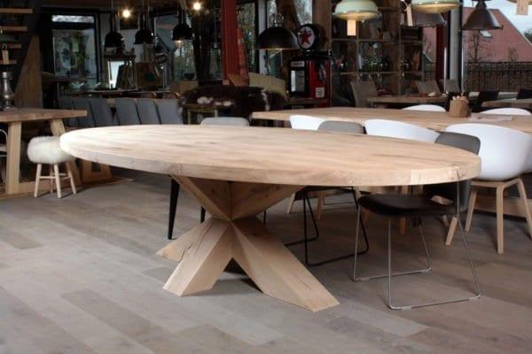Houten kruispoot on-evenwijdig ovale eiken tafel