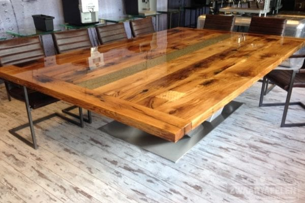 Massief eiken tafel met epoxyhars
