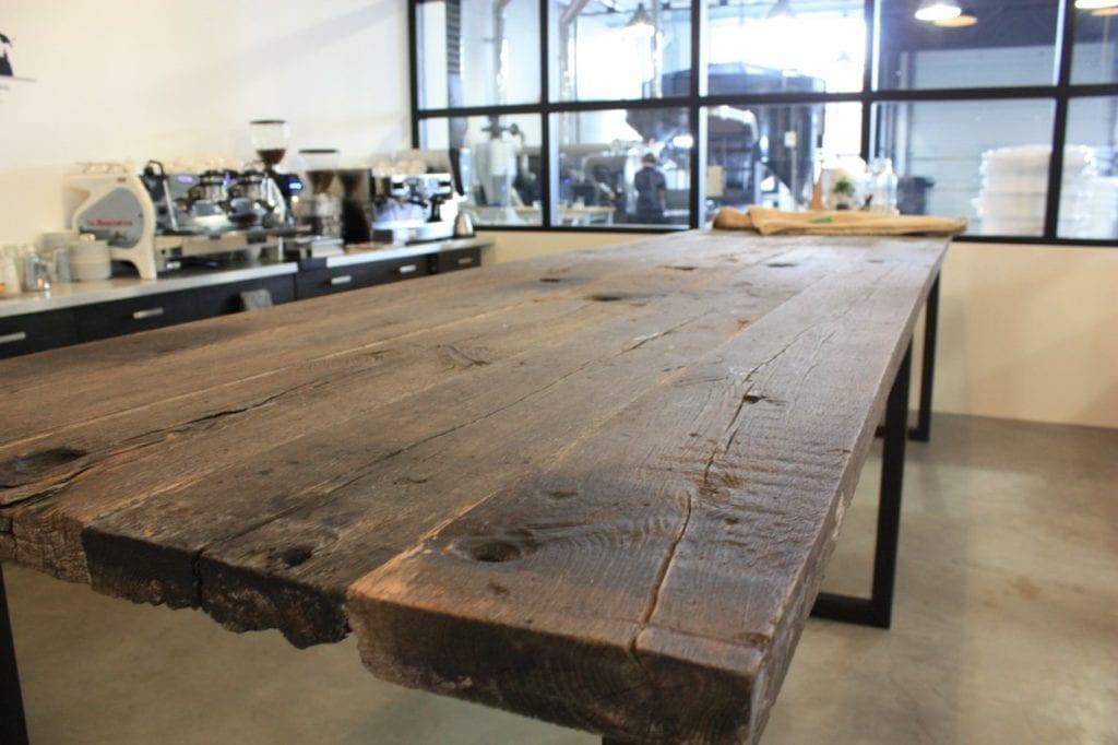 Eikenhouten robuuste meubels voor de horeca