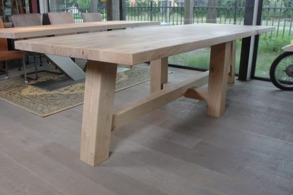 Massief eiken tafel Karel Zwaartafelen
