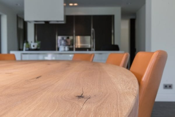 Aan deze tafel kun je makkelijk met 8-10 personen zitten