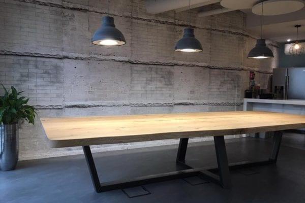 Massief eiken tafel met stalen PIM