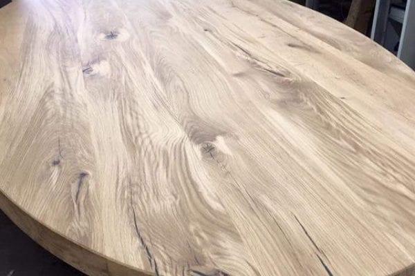 Ovale tafel met vlammen
