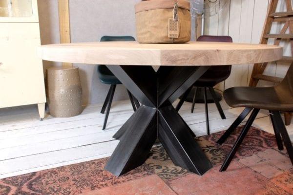 Ronde tafel met stalen kruispoot