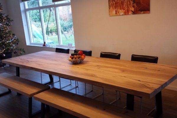 Massief eiken tafel met stalen Dunja onderstel