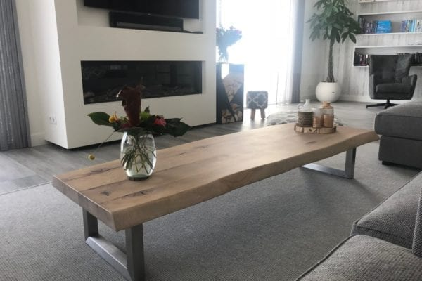 Massief eiken salontafel met RVS U onderstel