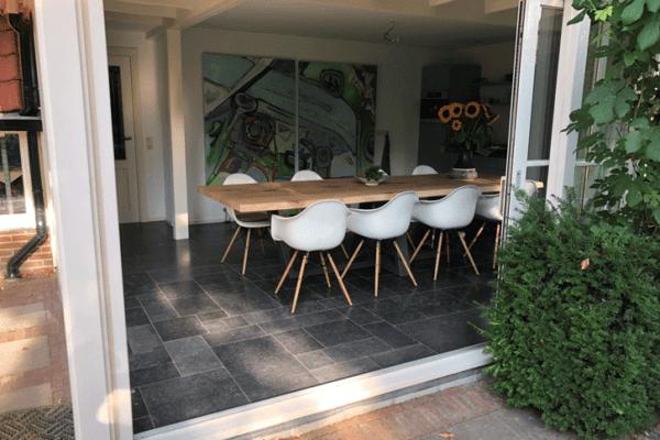 Eikenhouten tafel met stalen frame