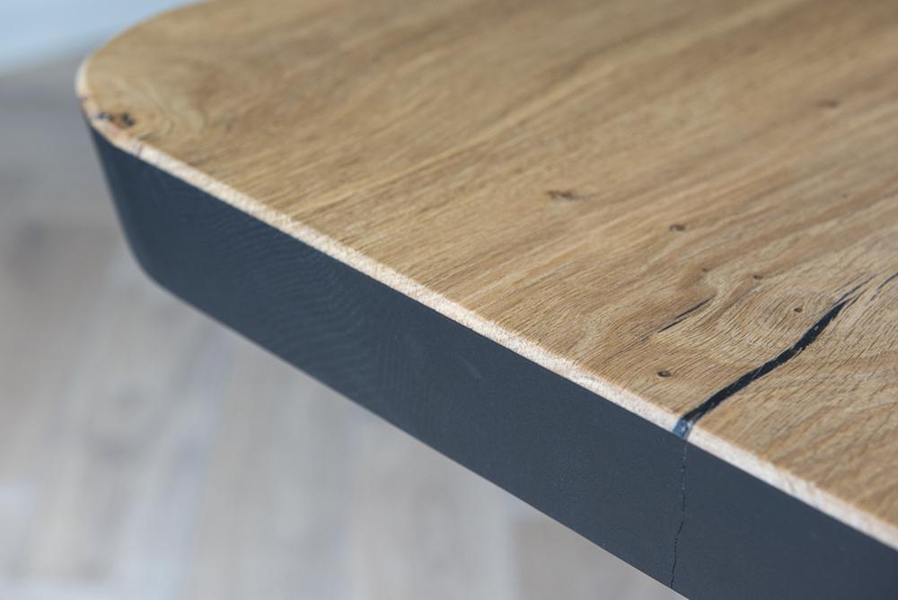 Houtem tafel met zwart stalen frame
