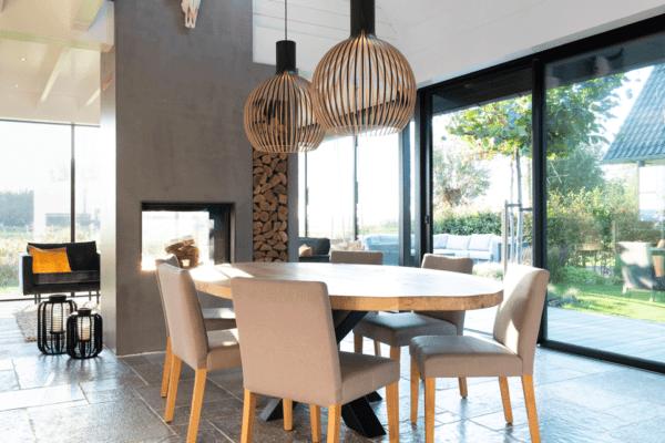 Ovale tafel met stalen frame